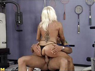 порно сперма в пизде старухи