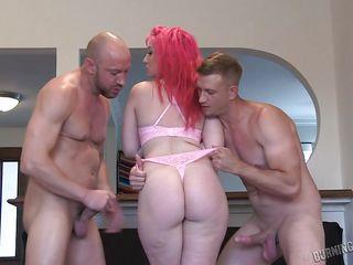 видео порно трахают парня страпоном