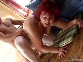 секс с интеллигентными старушками порно ролик